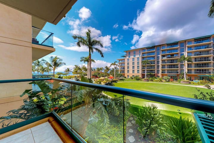 Chic, waterfront condo w/ Honua Kai resort hot tub & pools, easy beach access!