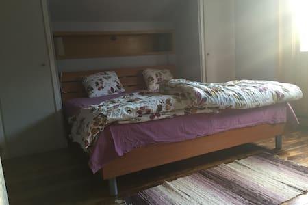 10 min to town room in cute house - Helsingborg