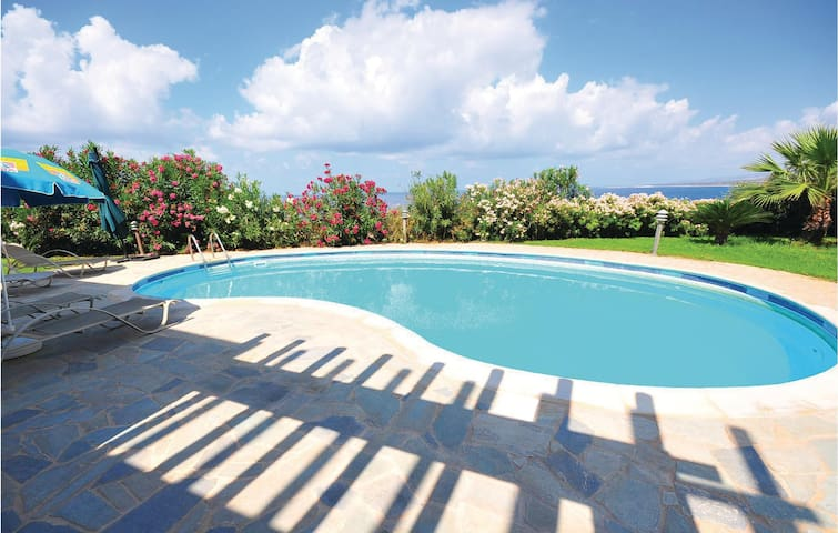 Holiday cottage with 4 bedrooms on 200m² in Pegia-Paphos