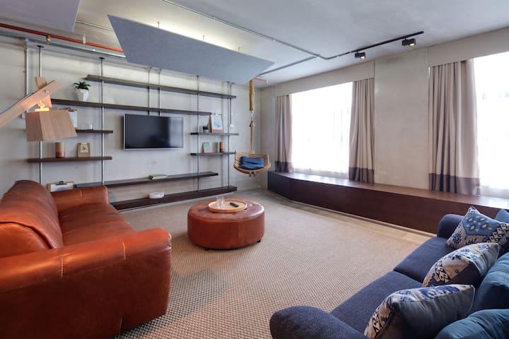 Luxury Plus SoHo Style Apartment- In the city