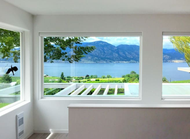 Contemporary Coach House for romantic getaway - Penticton - Guesthouse