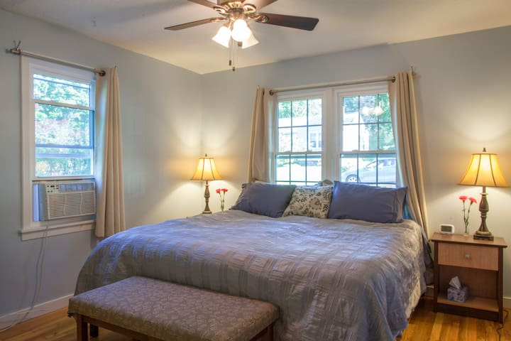 South Hill Comfort: Quiet 2BR House - Ithaca - House