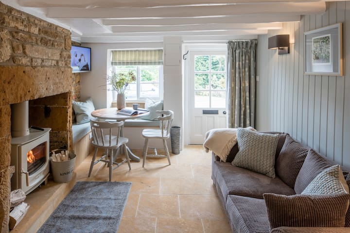 Middle Rose - One Bedroom Cotswold Cottage