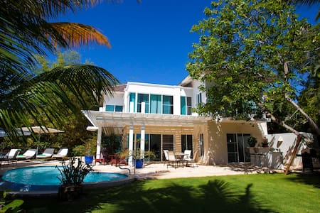 BED AND BREAKFAST IN LUXURIOUS VILLA  TORTUGA BAY - Punta Cana - Bed & Breakfast