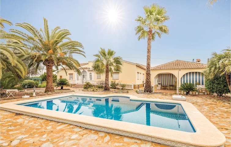 Holiday cottage with 4 bedrooms on 134 m² in DAYA VIEJA