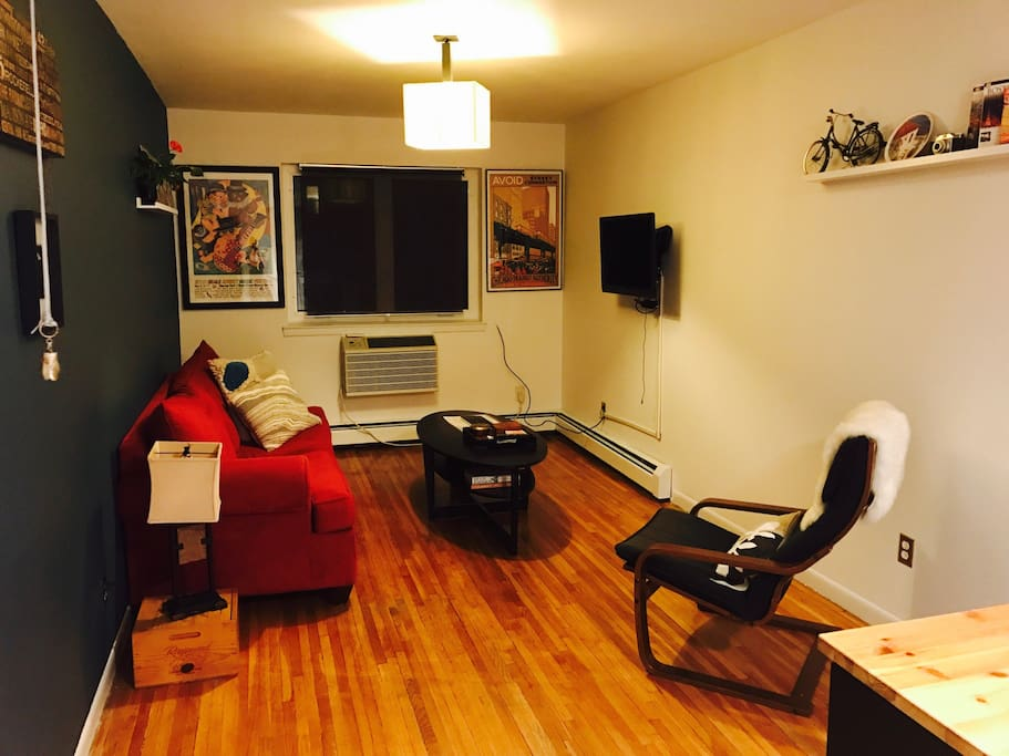 One bedroom astoria 10 min to nyc apartments for rent for Aki kitchen cabinets astoria ny