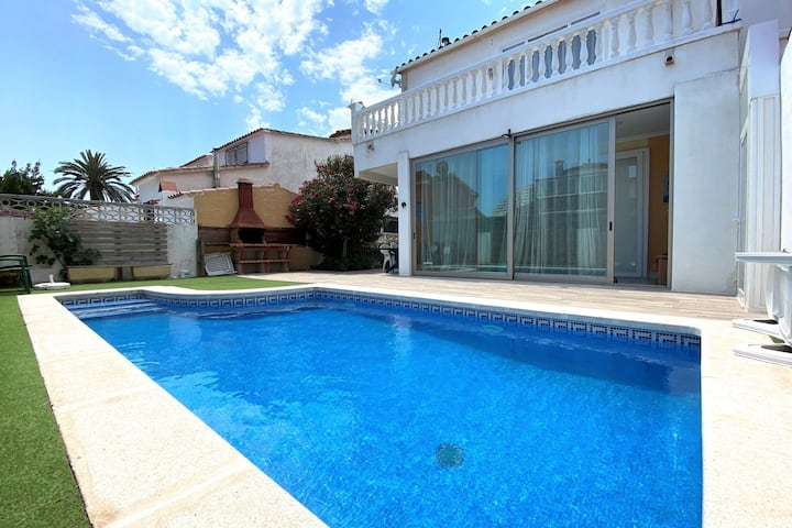 Casa vacacional ideal en Empuriabrava con piscina privada