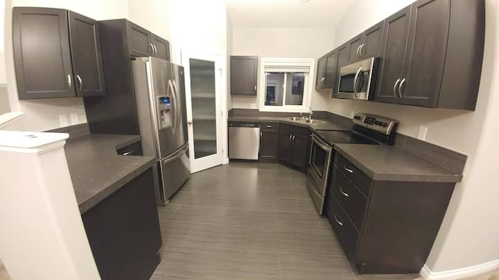 Modern and clean 3bdrm, 2 bath sleeps 5