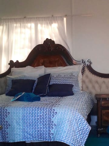 Durban North Seaviews  room d-bed+s/couch +ensuite