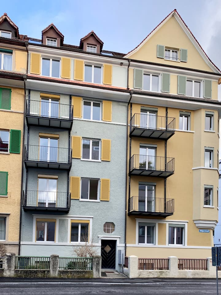 Tiny bright apartment 8 min from Hb Zürich