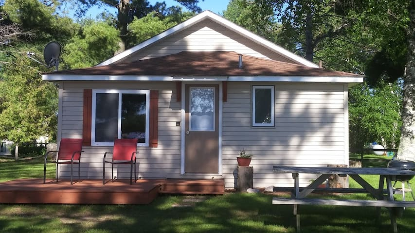 🌲 Sandpiper Lakeside Vacation Cottage