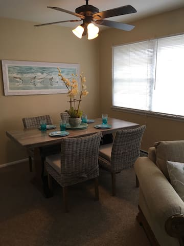 Awesome 2 Bed Condo-2nd flr