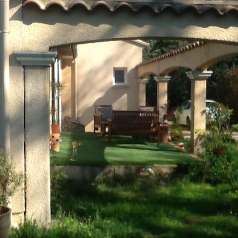Villa avec piscine - Montarnaud - Hus