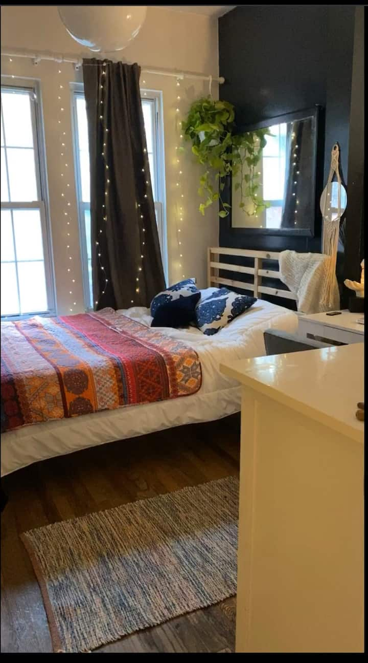 Cozy with beautiful energy room in Williamsburg