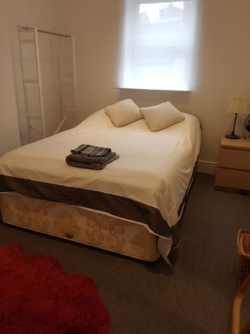 Double bedroom in lovely, modern flat in London