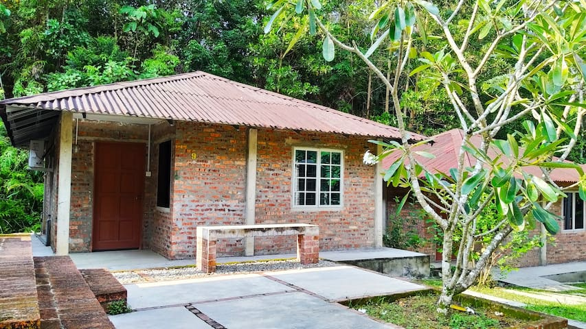 Relax stay @ Bentong Happy Farm - from RM220/8 pax