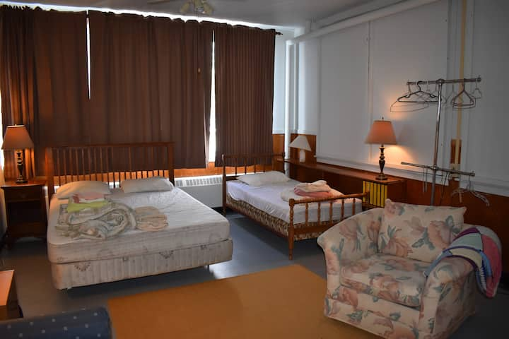 Port Mouton International Hostel - Family Room