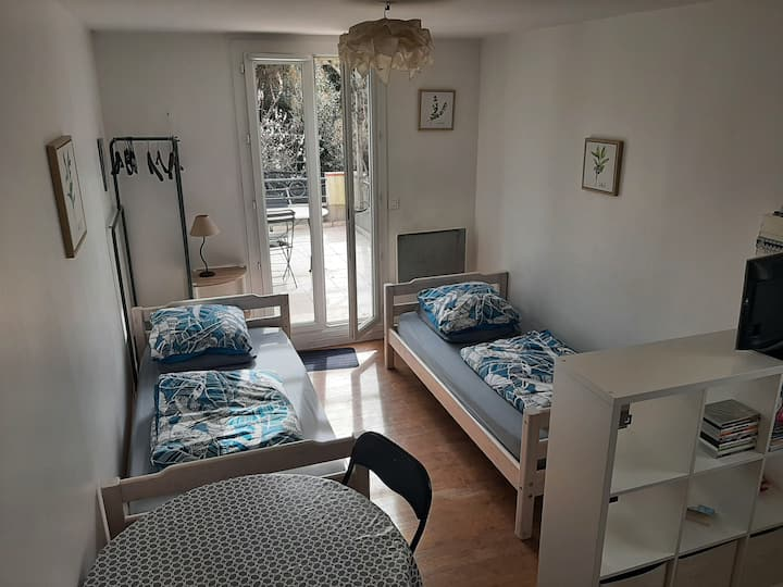 Studio indépendant dans villa + terrasse + parking