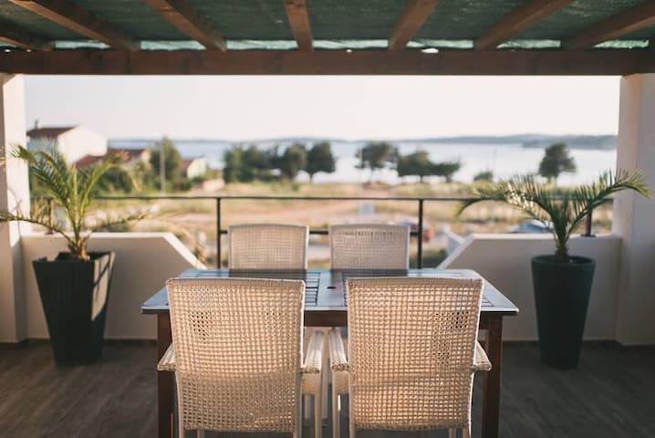 ....mit Meerblick auf Kap Kamenjak - Medulin - Apartment