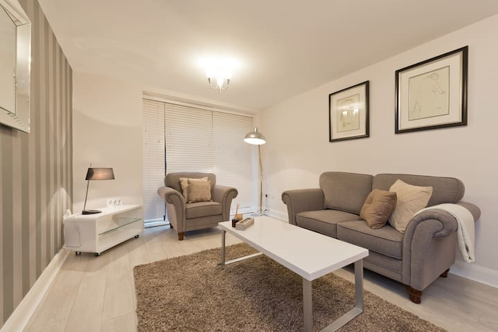 Top of O'Connell St - heart of the city centre 62 - Dublin - Apartment