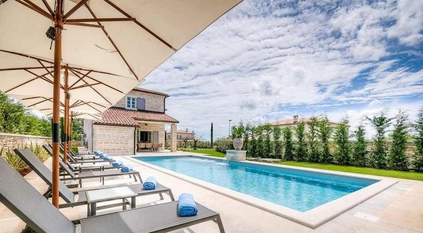 Villa with Pool heated and great view - ルラヴァンドゥー - 別荘