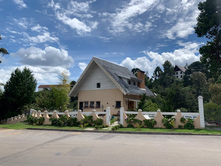 Casa com vista incrível em excelente localização!