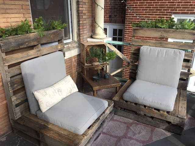 Airy STUDIO APT in W Philly