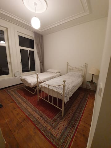 Lovely room in gorgeous house near city centre