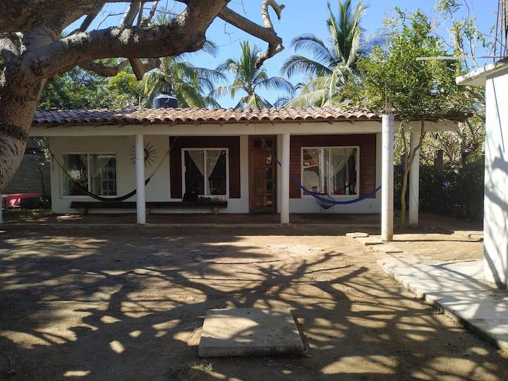 Casa con playa en La Bocana (Cabaña  Precio Extra)