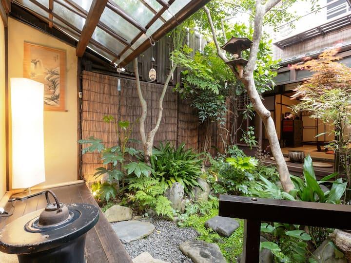 和楽庵【Single】100 Year old Machiya Guest House (1pax)