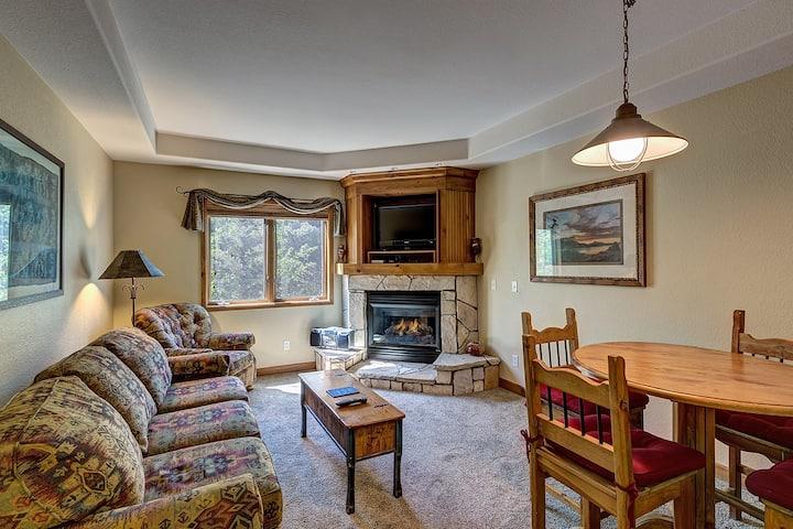 Breckenridge Ski-In/Ski-Out condo, hot tub access, garage parking! - Riverbend Lodge 209
