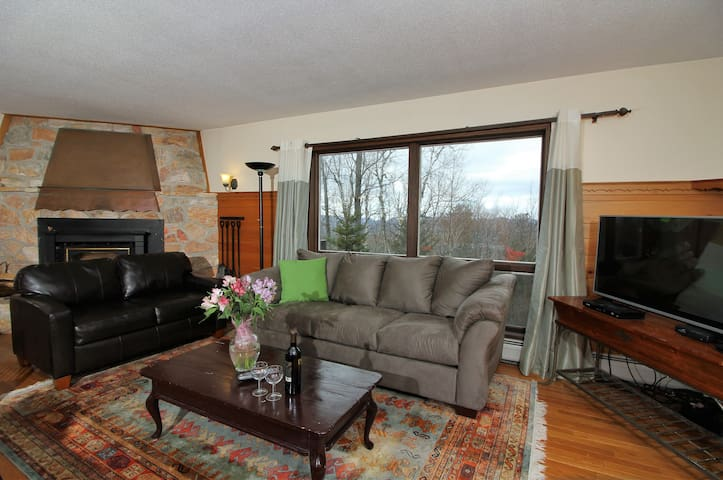 Spacious private home 15 minutes away from the hussle and bussle,
