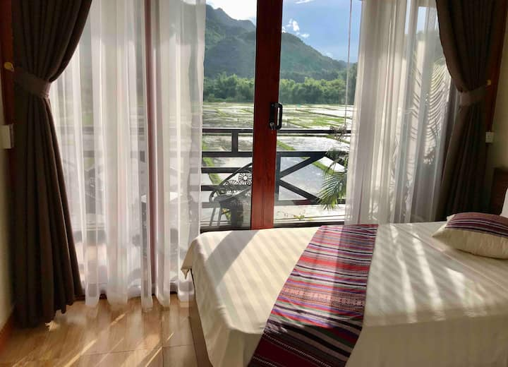 JOMO Double Room With Balcony Mountain View
