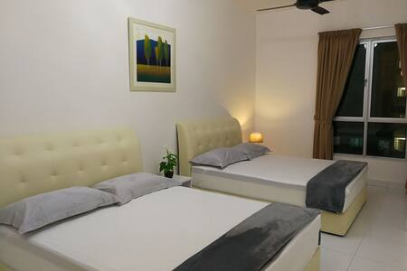1500sf newly furnished condo Superb Location! WiFi