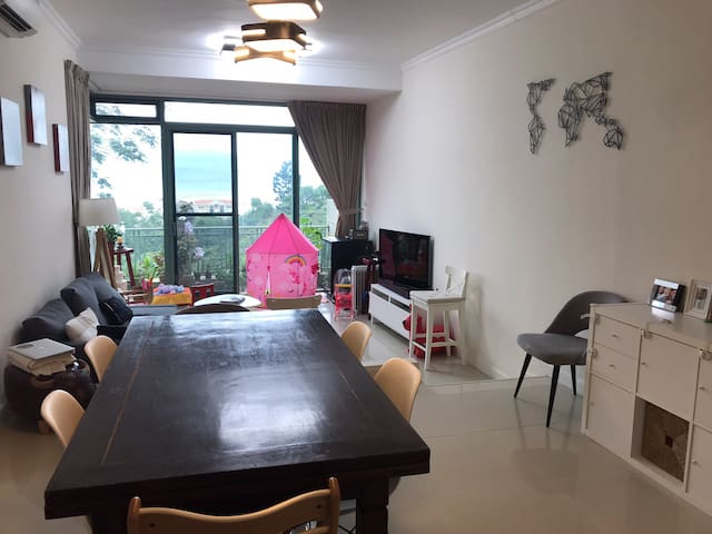 3BR family home unit with sea view and terrace/bbq