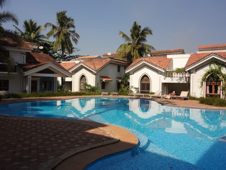 2BDR Apartment w/pool side view in gated community