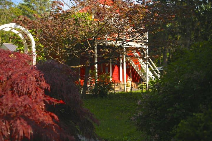 Charming Romantic Barn on Waterfall Estate Farm - Stillwater Township - Pousada