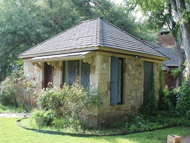 Private Stone Briar Guest Cottage - Fort Worth - Rumah