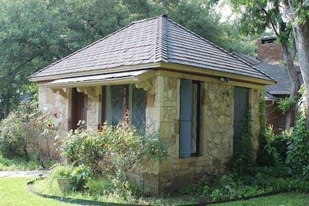 Private Stone Briar Guest Cottage - Fort Worth - Talo