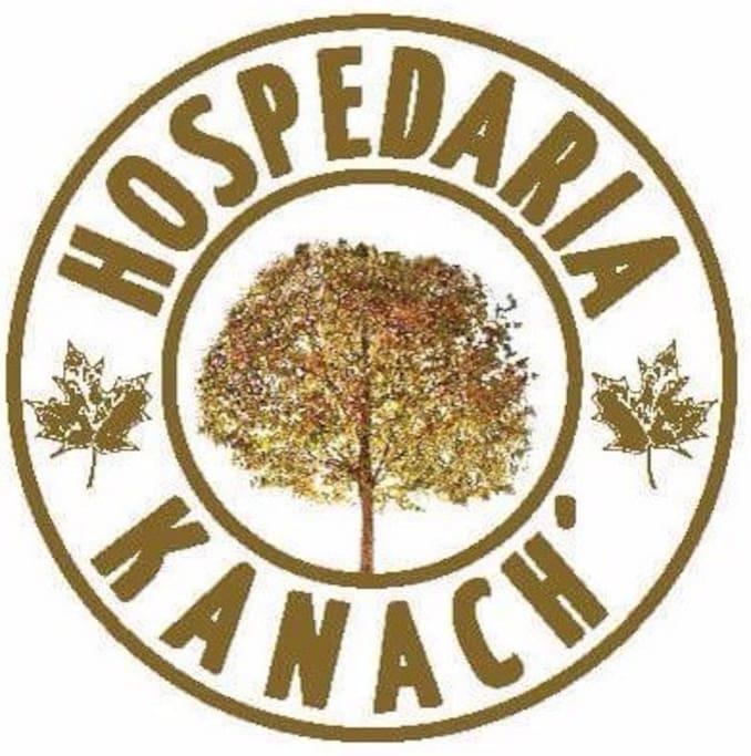 Somos uma família de origem armênia e Kanach' significa verde em armênio, o que tem tudo a ver com o nosso cantinho! Estamos nas redes sociais como Hospedaria Kanach, entra lá pra ver mais fotos & vídeos! Pari Yegar ou então Seja Bem Vindo!