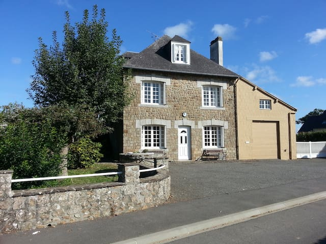 Le Bourg, Large Normandy House, Sleeping 13 - Isigny-le-Buat - Ev