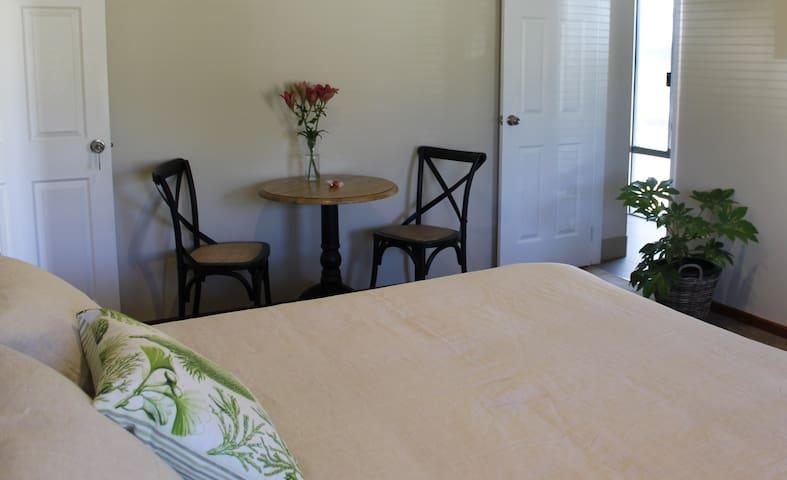 Acacia Suite dining area