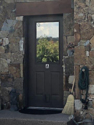 Eagle Lock-off in friendly, quiet neighborhood