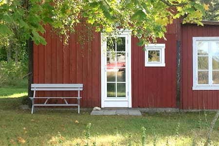 Charming small apartment in garden house! - Visby - Guesthouse