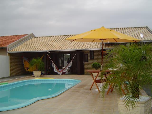 Casa de Praia com Piscina - Bombinhas - Rumah
