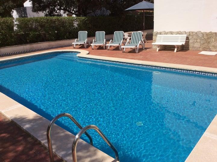 Chalet SEIS  personas : piscina  parking privado