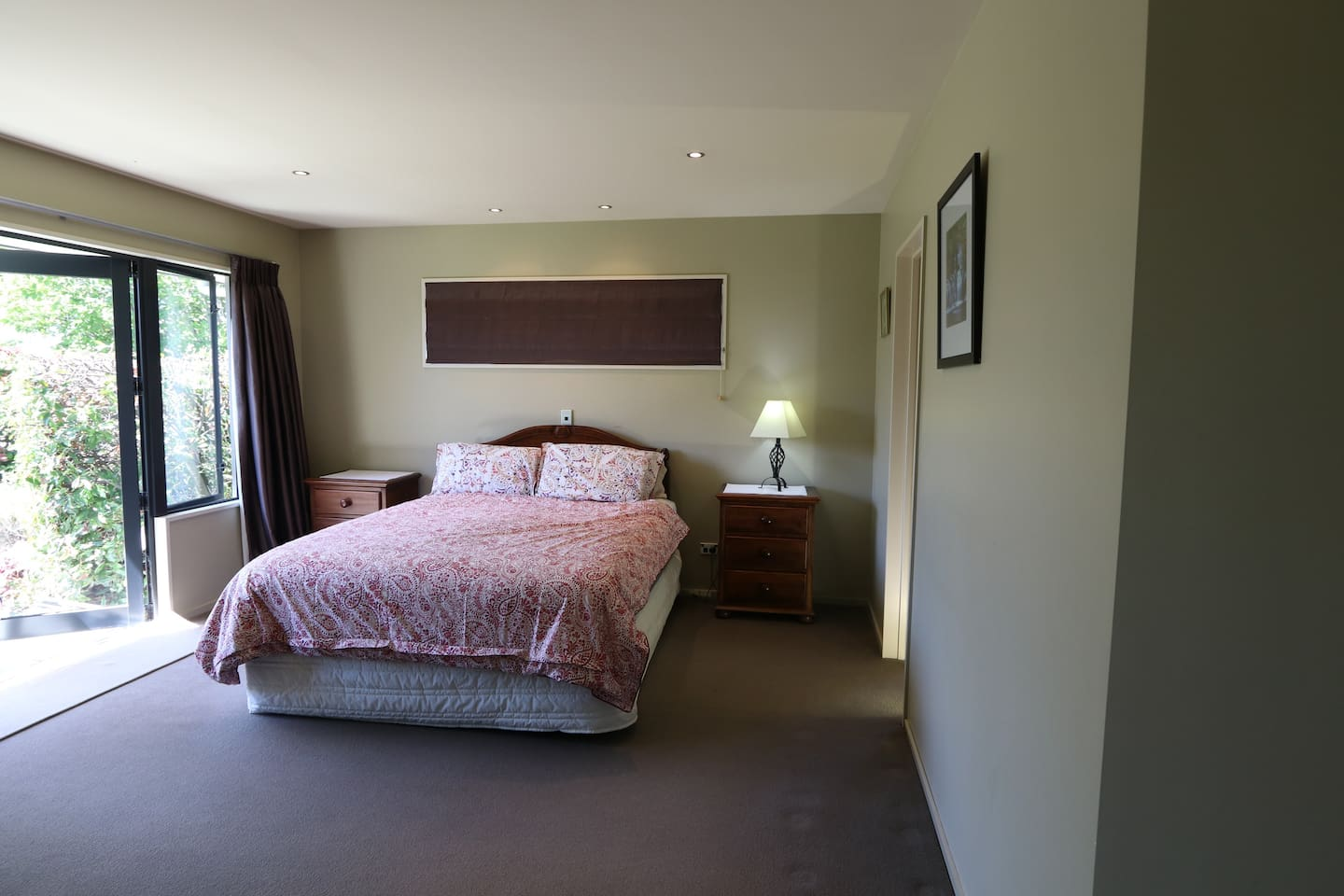 Comfortable queen bed with electric blankets.