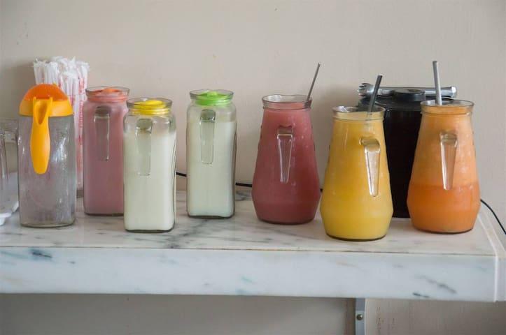 Sucos de frutas variadas