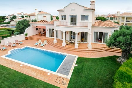 Fabulous beach front villa at Quinta do Martinhal - サグレス