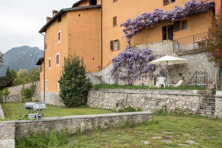 Appartamento con giardino privato e terrazzo